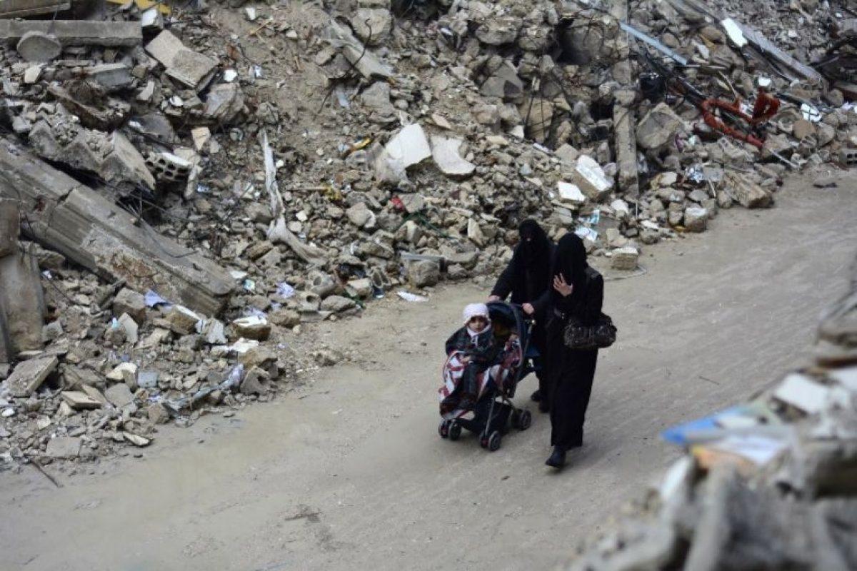 Desde febrero de 2014, el grupo yihadista Estado Islámico ha difundido terror dentro y fuera de las regiones que controla en irak y Siria, compartiendo sus actos de terrorismo a través de redes sociales, entre los cuales se encuentra el uso de mujeres como esclavas sexuales, niños en sus ejecuciones y la destrucción de sitios Patrimonio de la Humanidad. Foto:Getty Images