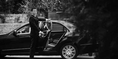 Durante el año pasado, en Madrid, España, taxistas se hacían pasar por pasajeros y, cuando llegaba el Uber, varios de sus compañeros salían a su encuentro y amenazaban al conductor. Foto:Uber