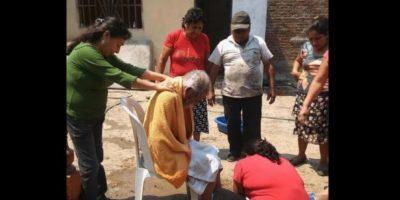 Miembros del municipio Ferreñafe, al norte de Perú decidieron hacer una buena acción por un indigente. Foto:facebook.com/municipalidaddeferrenafe