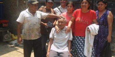 Los pobladores tuvieron la iniciativa de bañarlo, afeitarlo, hacerle un nuevo corte de cabello y vestirlo con otra ropa. Foto:facebook.com/municipalidaddeferrenafe