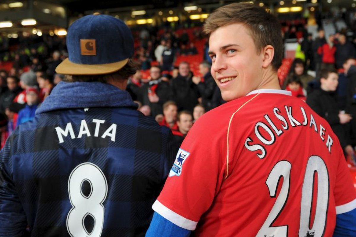 Seguidos de los aficionados del Manchester United. Foto:Getty Images