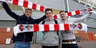 Seguidos de cerca por los aficionados del Southampton. Foto:Getty Images