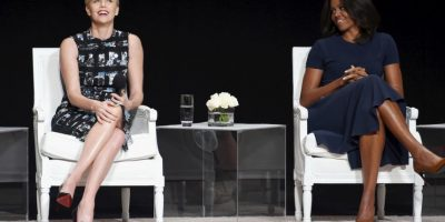 "Charlize Theron y la primera dama Michelle Obama durante el panel ""El poder de una niña educada"". Foto: Getty Images"