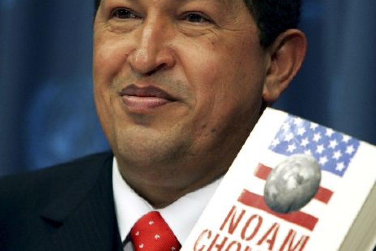 """Además, recomendó el libro """"Hegemonía o supervivencia"""" del escritor Noam Chomsky Foto:Getty Images"""