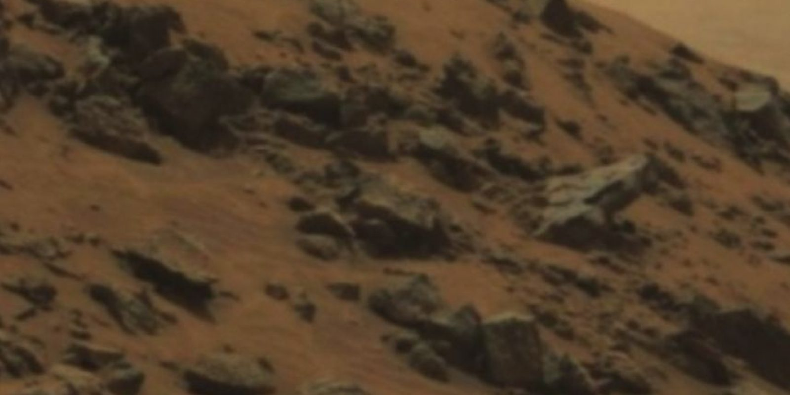 Fue descubierta en junio de 2015 Foto: original en http://mars.nasa.gov/msl/multimedia/raw/?rawid=0978MR0043250040502821E01_DXXX&s=978