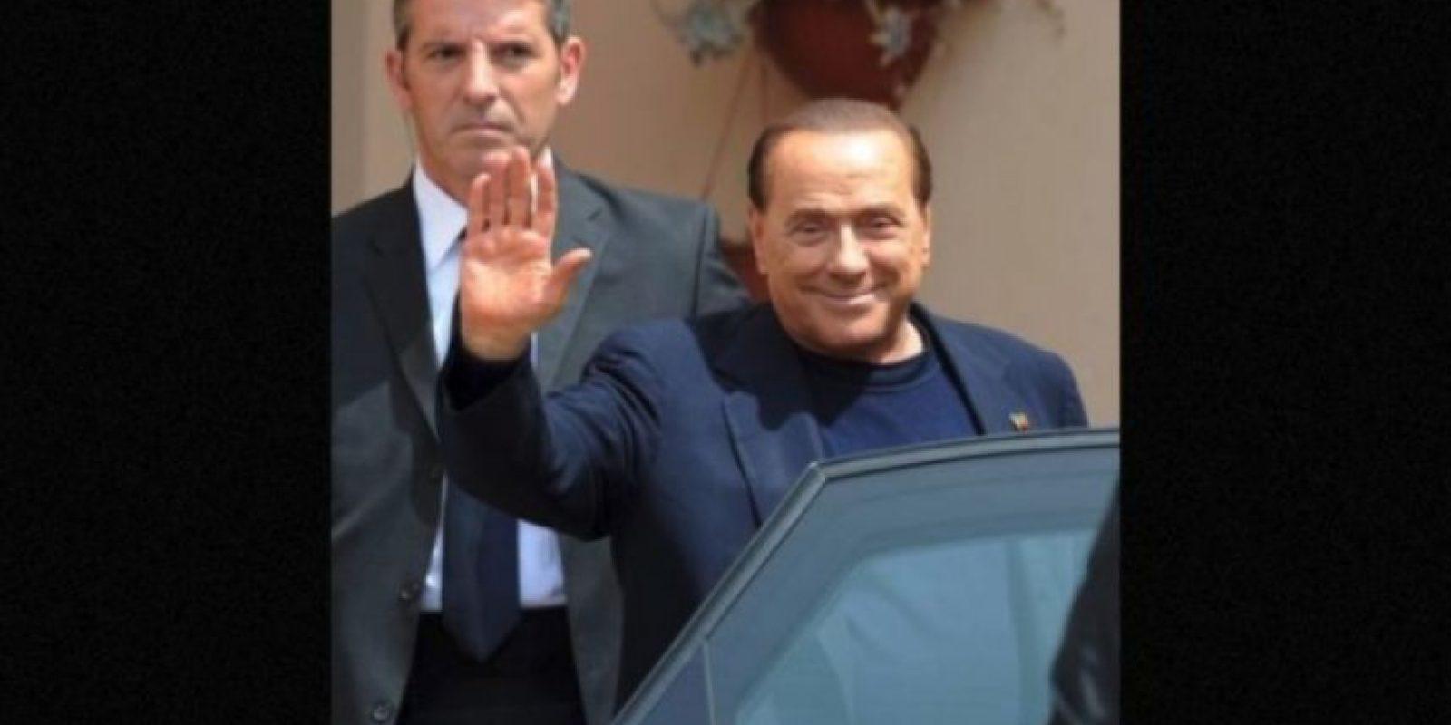En 2009, el ahora ex presidente del Consejo de Ministros de Italia, se vio envuelto en la polémica cuando medios internacionales publicaron fotos de su fiesta de cumpleaños en la que aparece junto a una joven de 18 años Foto: Getty Images