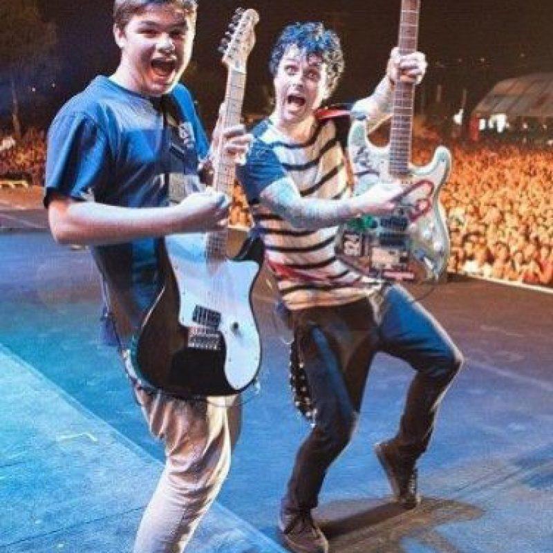 También tuvo la oportunidad de tocar junto a su padre. Foto:vía instagram.com/billiejoearmstrong