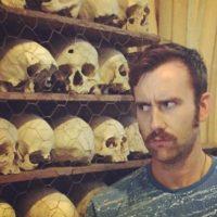 """""""Me encanta que me digan que afeite el bigote diario, como si de alguna manera estuviera dichosamente inconsciente de que me hace repulsivo a las mujeres"""", comentó en un reciente tuit. Foto:vía instagram.com/realmattdavelewis"""