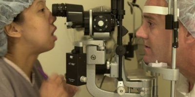 Puede ser seca (atrófica) y húmeda (exudativa, más grave y que lleva a la ceguera). Foto:Getty Images