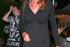La exatleta de 65 años lució un vestido color negro y zapato abierto. Foto:Grosby Group