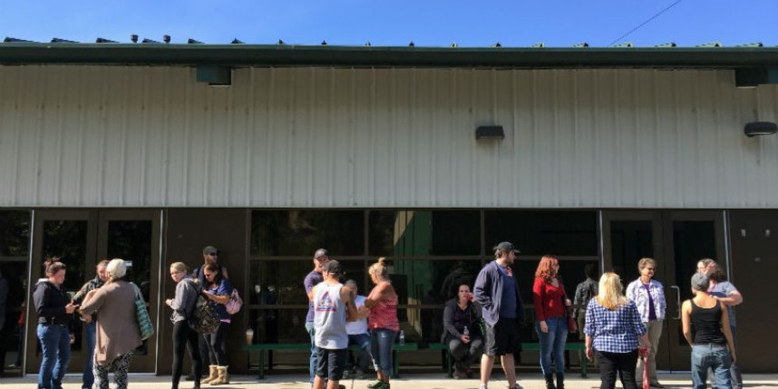 La gente espera más información sobre el tiroteo Foto:AP