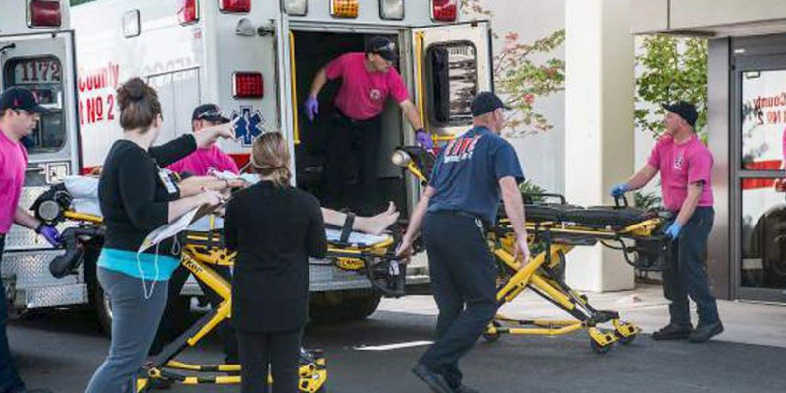 Algunos heridos fueron trasladados al hospital para ser atendidos. Foto:AP