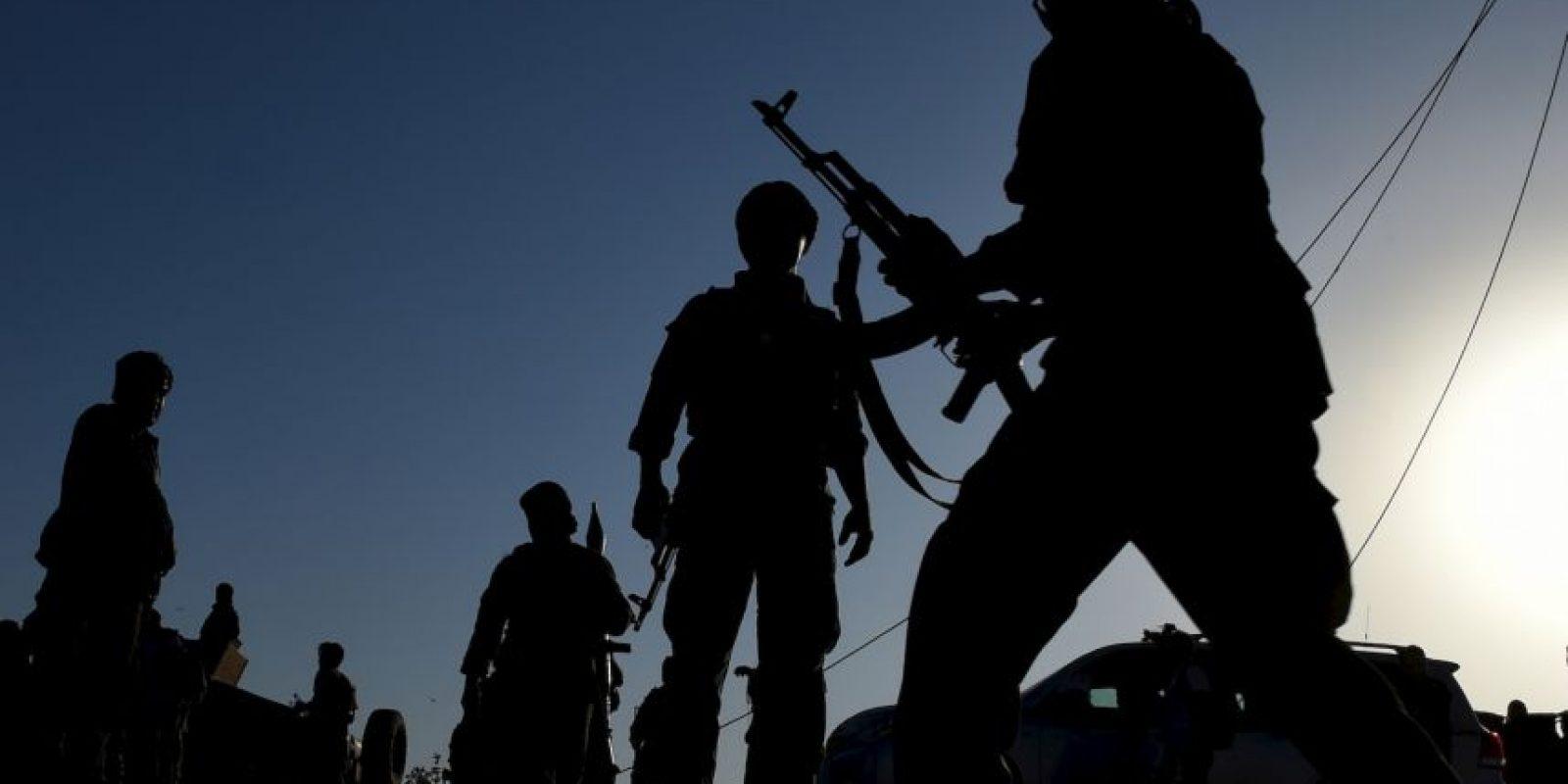 Militares afganos tras enfrentamientos con talibanes. Foto:AFP