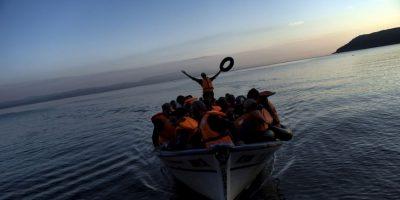 Refugiados y migrantes llegan a Lesbos. Foto:AFP