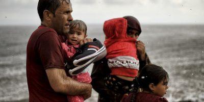 Refugiados y migrantes al llegar a la isla de Lesbos en Grecia. Foto:AFP