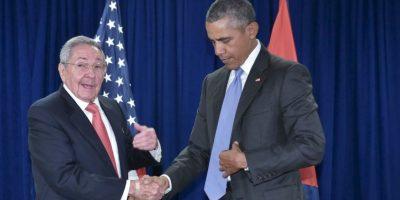 El presidente de Estados Unidos, Barack Obama y el presidente de Cuba, Raúl Castro se reúnen en la sede de las Naciones Unidas en Nueva York. Foto:AFP