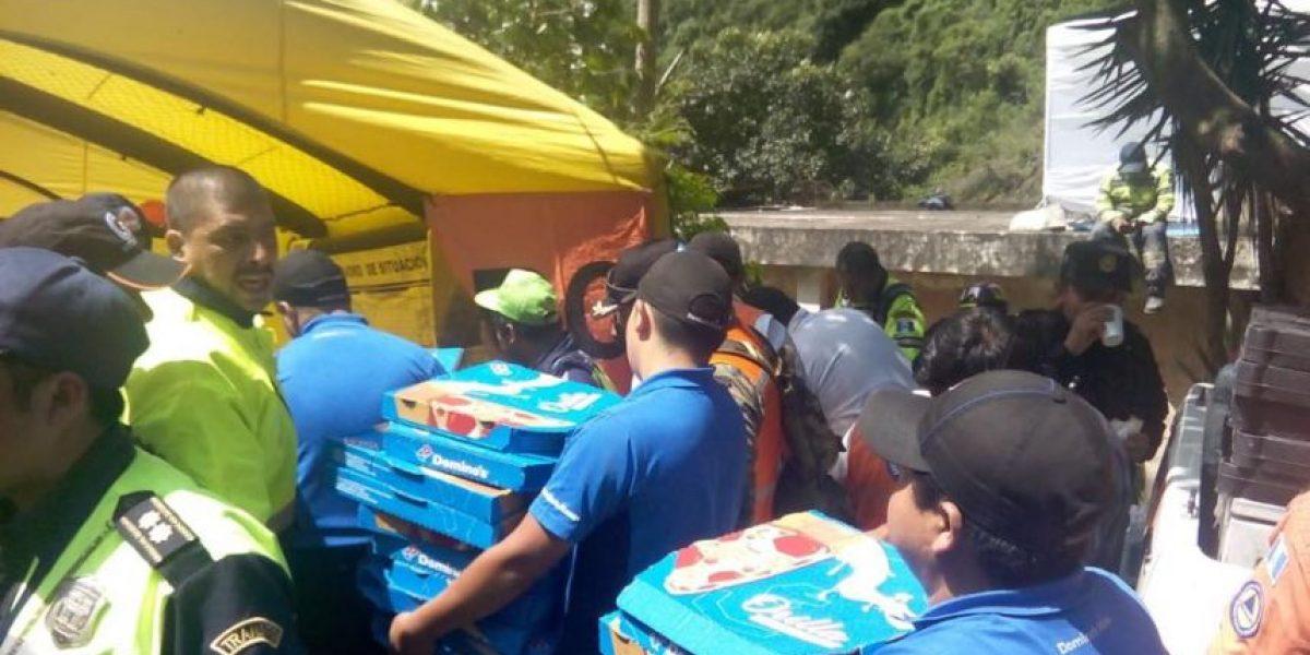 Domino's se solidariza con alimento para los voluntarios en #TragediaElCambray