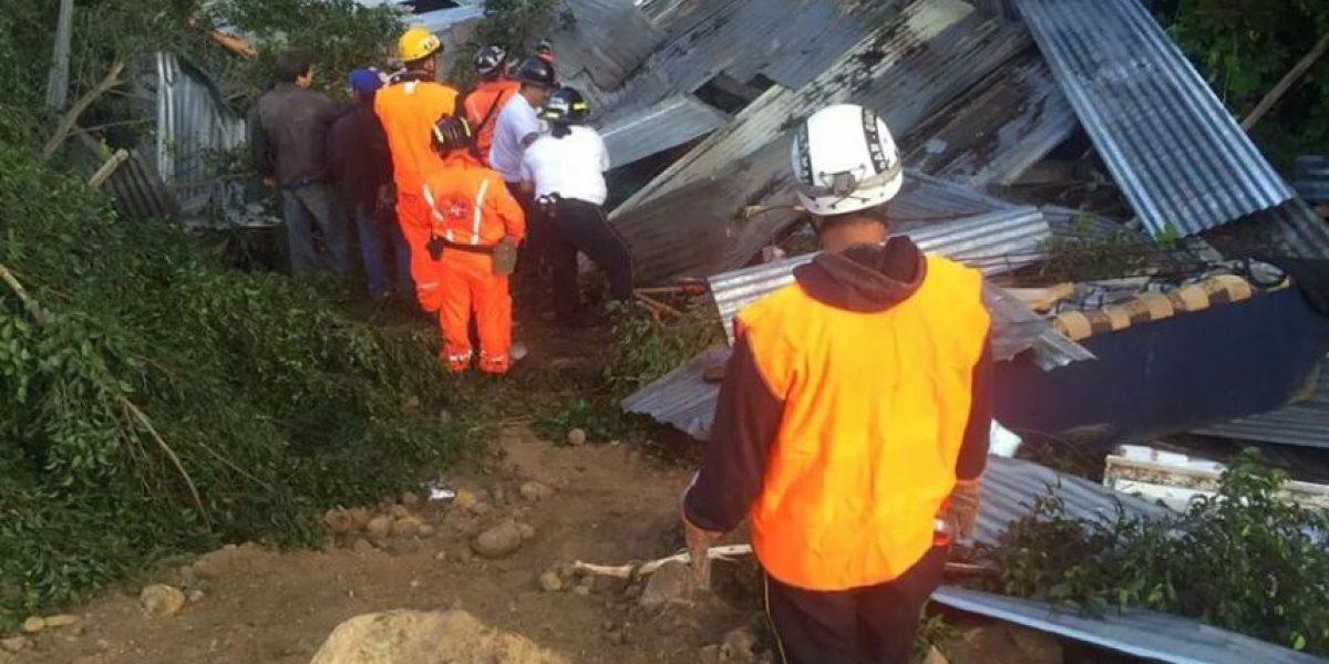 TRAGEDIA. Al menos 10 fallecidos en derrumbe en aldea Cambray II, Santa Catarina Pinula