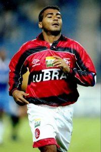 Romario, otro de los brasileños históricos también fue un goleador consagrado. Durante las 24 temporadas que jugó logró marcar 772 goles en 994 partidos. Foto:Getty Images