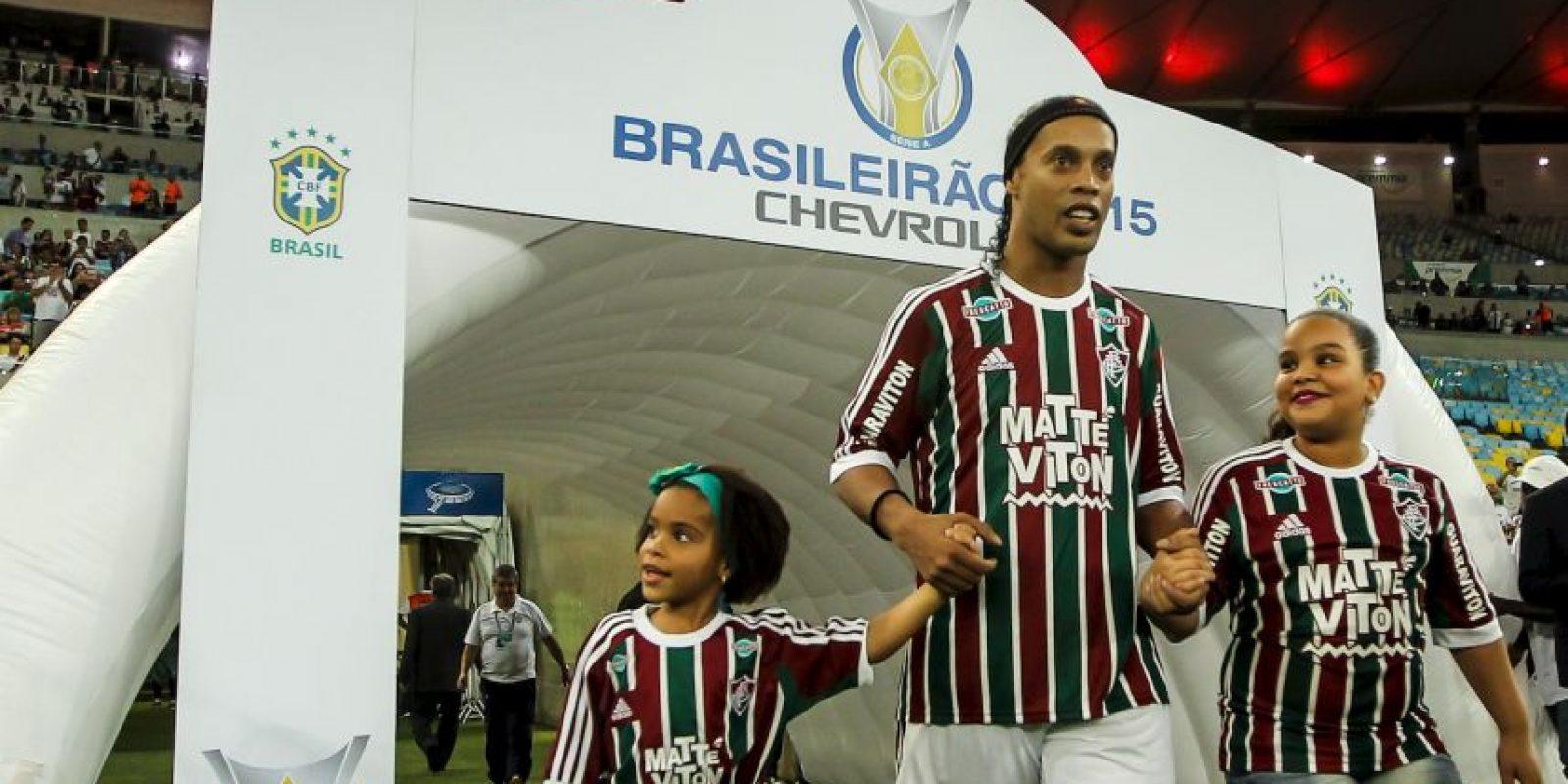 Su hermano y representante, Roberto de Assis, asegura que vienen sorpresas en la carrera del futbolista. Foto:Getty Images