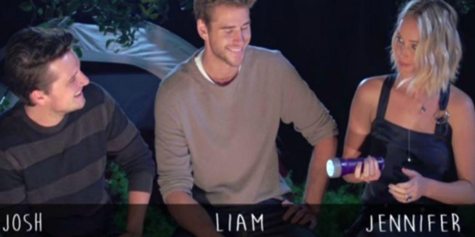 """Jennifer Lawrence, Liam Hemsworth y Josh Hutcherson se enfrentaron en un original reto para contar algunas historias de fantasmas y hasta jugar """"verdad o reto"""" Foto:""""MTV News"""""""