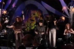 """No volvió a hacer eso sino en Egipto, cuando bailó """"Enta Omri"""" en un concierto. Foto:vía Shakira/VEVO"""