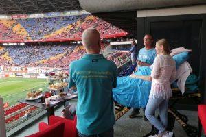 Acudir a un partido de fútbol. Foto:Vía Facebook.com/wensenrijders