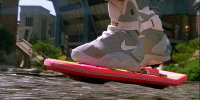 El director Robert Zemeckis bromeó sobre el Hoverboard diciendo que existía en realidad, pero que no se había comercializado porque hubo quejas de algunas asociaciones de padres que lo consideraban peligroso Foto:Universal Studios
