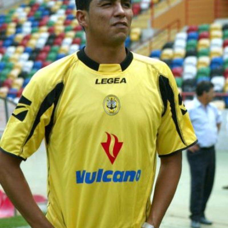 Jugó en 20 equipos de 1991 a 2011. Pasó por clubes como Porto, donde vivió su mejor época, pero también jugó en Galatasaray, Sporting Lisboa, Bolton, entre otros. Se retiró en 2011 jugando para el Al-Taawon de Arabia Saudita. Foto:Getty Images