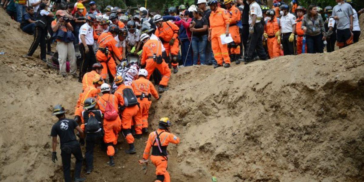 """Rescatistas: """"Seguimos removiendo escombros, hay poca esperanza de vida"""""""