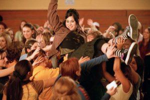 """""""Janis lan"""", el personaje de Lizzy Caplan, recibe su nombre en honor a Janis lan, la primer invitada musical de """"Saturday Night Live"""" Foto:Facebook Mean Girls"""