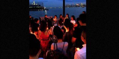 En la foto, amigos de Kim en Estados Unidos decicideron hacerle este homenaje con velas. Foto:vía Facebook.com/sunnykim1989