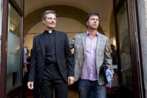 Quiero que la Iglesia y mi comunidad sepan quién soy: un sacerdote homosexual, con un compañero, feliz y orgulloso de mi propia identidad Foto:AP
