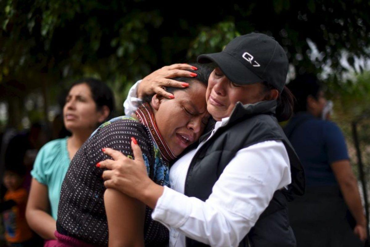 Durante una conferencia de prensa, autoridades de la Coordinadora para la Reducción de Desastres (Conred), confirmaron que entre las 87 personas que murieron, 21 son menores de edad y 47 no han sido identificadas. Foto:AFP
