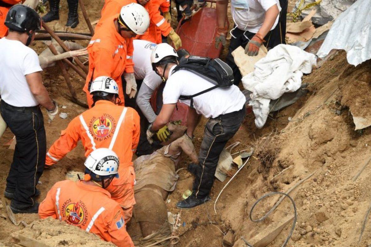 Más de 800 rescatistas participan en la búsqueda de soterrados. Foto:AFP