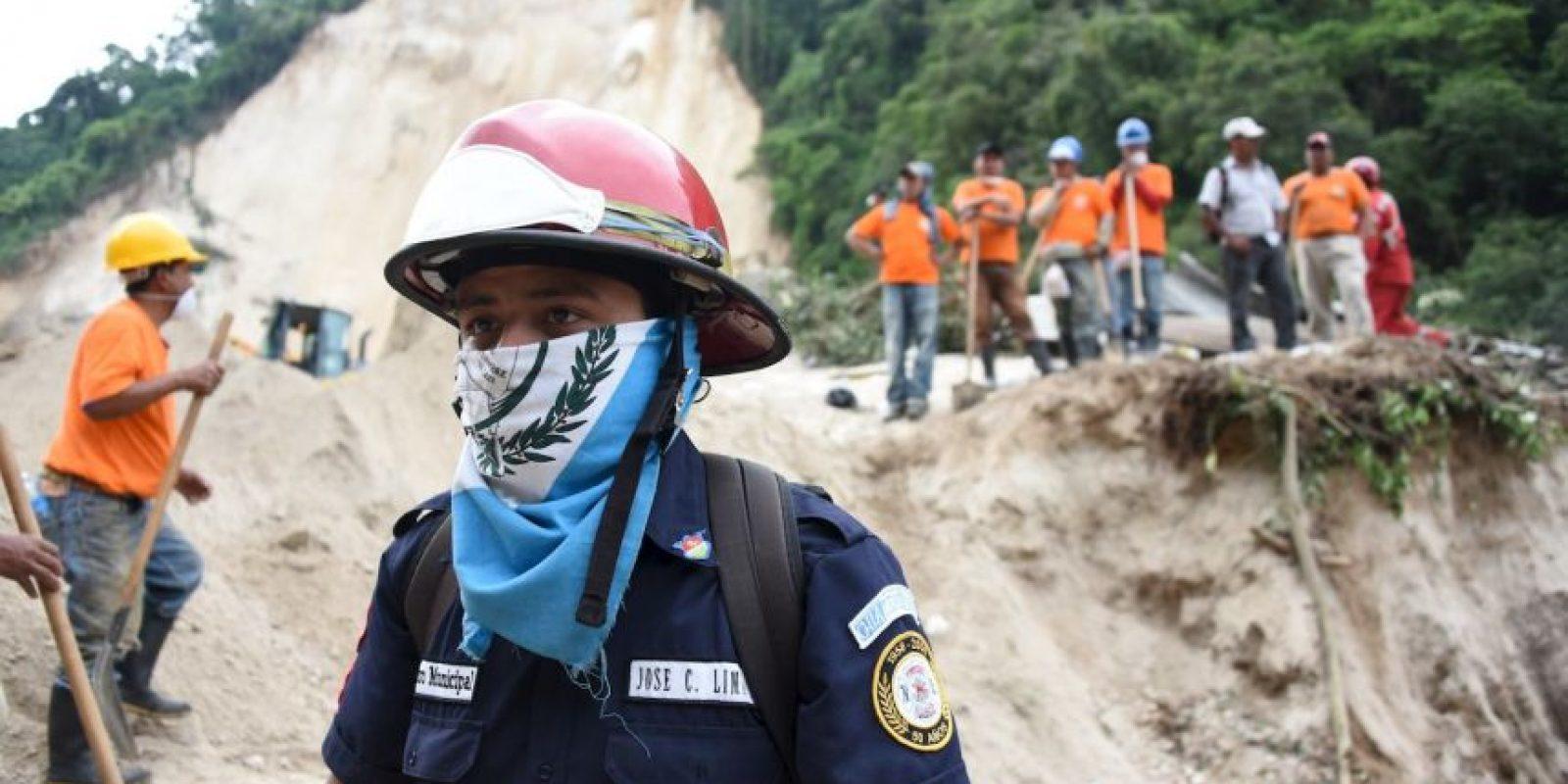 Tres días después del deslave que ocurrió en la aldea El Cambray 2, en Santa Catarina Pinula, el número de personas fallecidas aumentó a 87. Foto:AFP