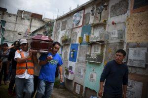 Las tareas de búsqueda se han intensificado y el número de personas fallecidos puede aumentar en cualquier momento. Foto:AFP
