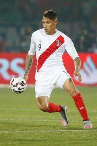 El capitán del Flamengo es la máxima estrella del fútbol peruano en la actualidad, tanto así, que su nombre apareció en la primera lista de los candidatos a ganar el Balón de Oro 2015. ¿Podrá guiar a Perú al Mundial? Foto:Getty Images