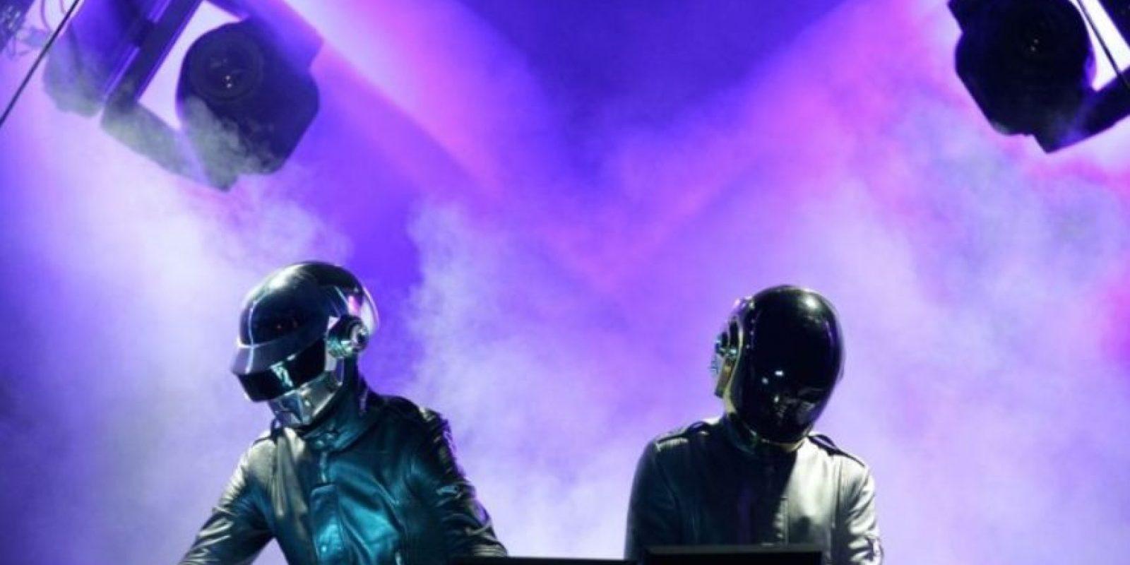 La canción más escuchada durante 24 horas seguidas es Get Lucky de Daft Punk, con un millón y medio de reproducciones. Foto:Getty Images