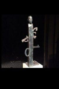 Esta escultura también rinde homenaje al creativo, aunque no deja de ser muy extraña Foto:Dragan Radenovic