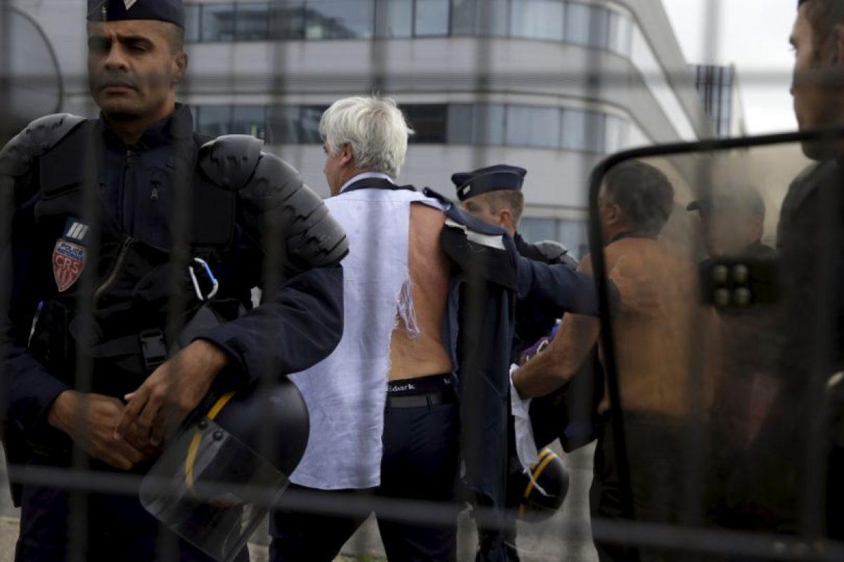 Ambos funcionarios lograrón escapar de los manifestantes. Foto:AFP