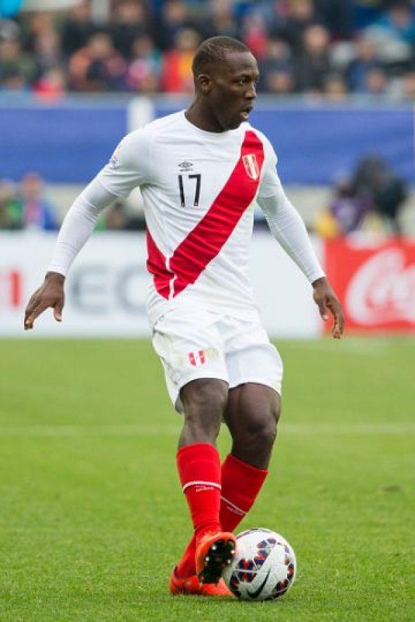 El lateral peruano fue elegido como una de las grandes revelaciones de la pasada Copa América, y mantiene este gran nivel en la Superliga de Turquía, donde juega con el Bursaspor. Foto:Getty Images