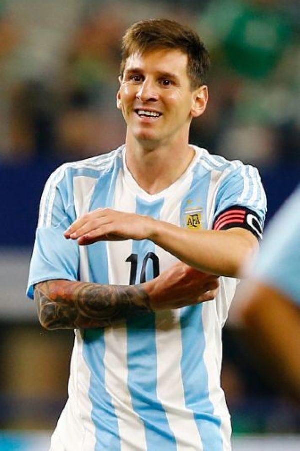 Una lesión lo alejará de los primeros cuatro partidos de la eliminatoria, pero a su regreso, deberá demostrar por qué es considerado por muchos el mejor de la historia, y llevar a Argentina con paso firme a Rusia. Foto:Getty Images
