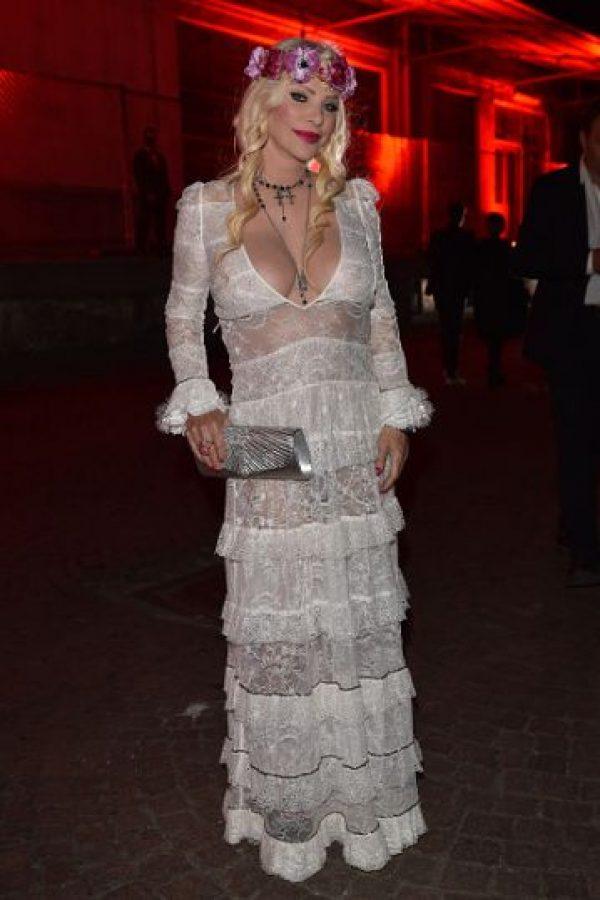 Y eclipsó a figuras como Naomi Campbell, también invitada al evento. La modelo se quiso fotografiar con ella. Foto:vía Getty Images
