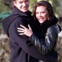 Se conocieron en 1997 en una sala VIP del estadio de Manchester City. Foto:IMDB