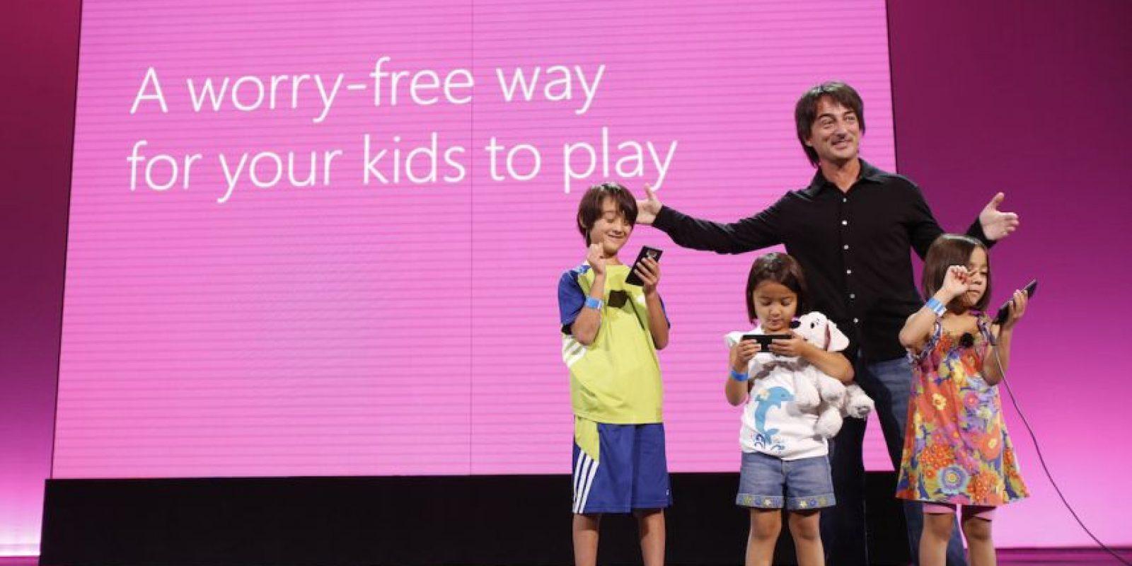 19- Jueguen con ellos. Existen muchas páginas web en las que pueden interactuar padres e hijos para crear una sana convivencia. Foto:Getty Images