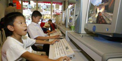 3- Ubiquen la computadora en un espacio público. Si la colocan en el comedor, podrán supervisar lo que ven sus hijos. Foto:Getty Images