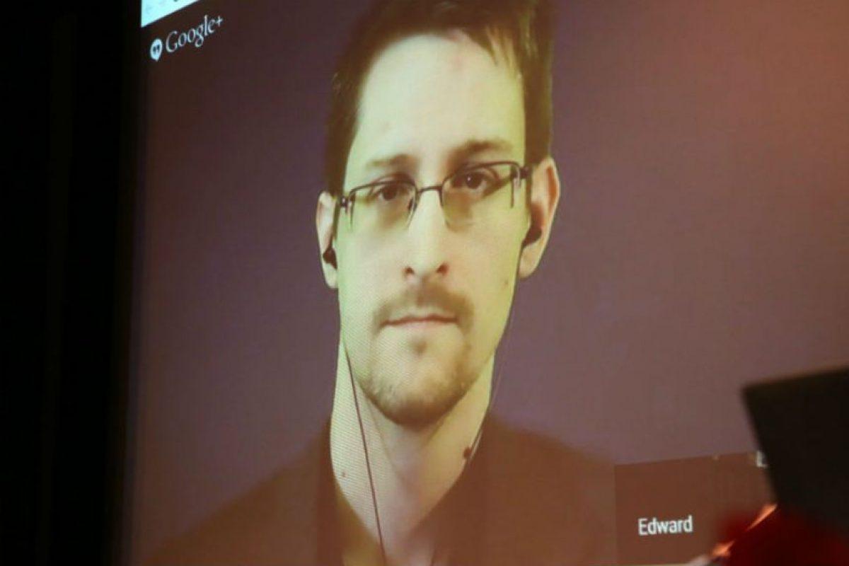 Edward Snowden es un antiguo empleado de la CIA y la NSA, dos agencias de seguridad estadounidenses. Foto:Getty Images