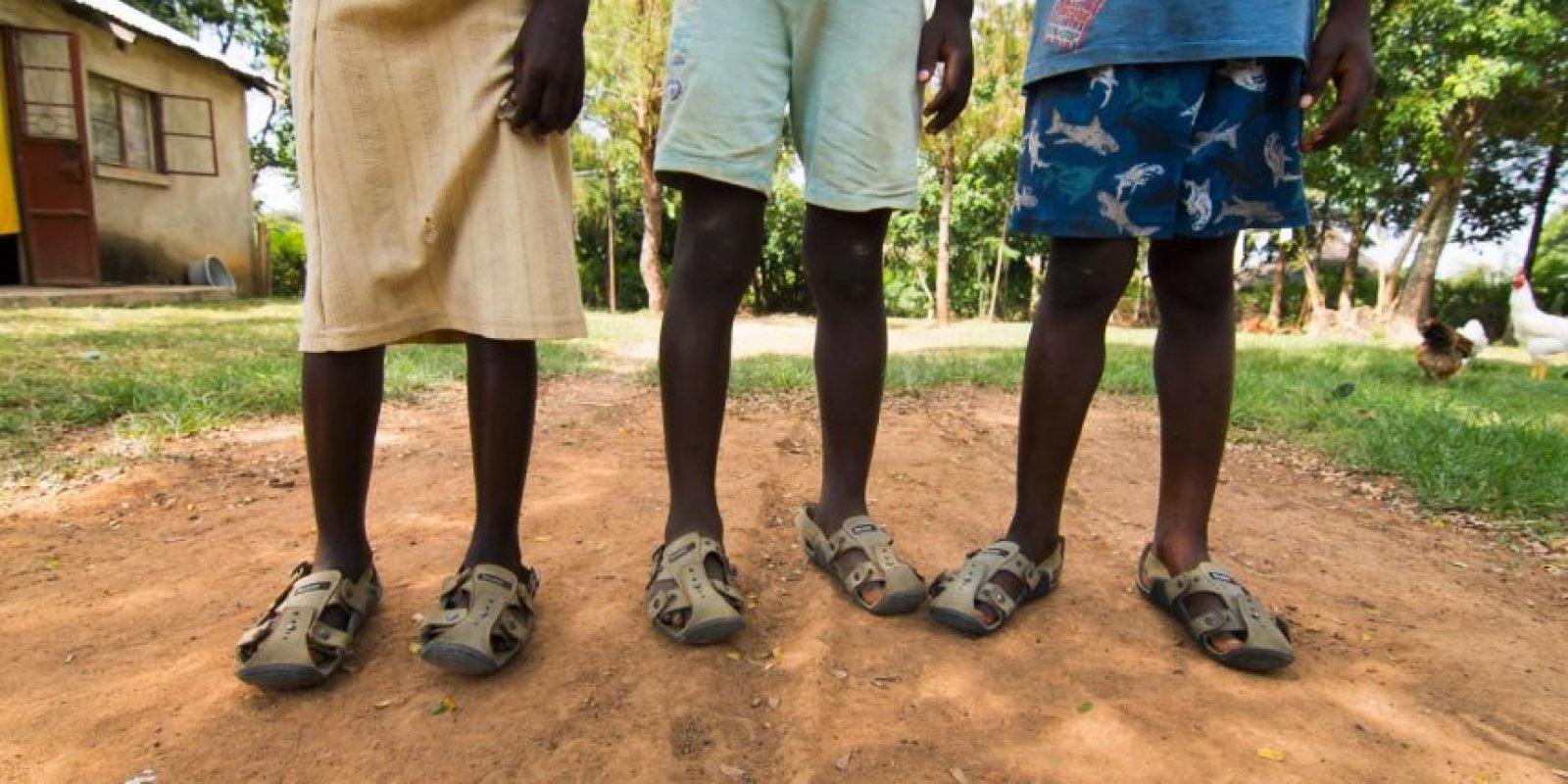 Cada par de zapatos debe durar cinco años. Foto:Vía Facebook.com/TheShoeThatGrows