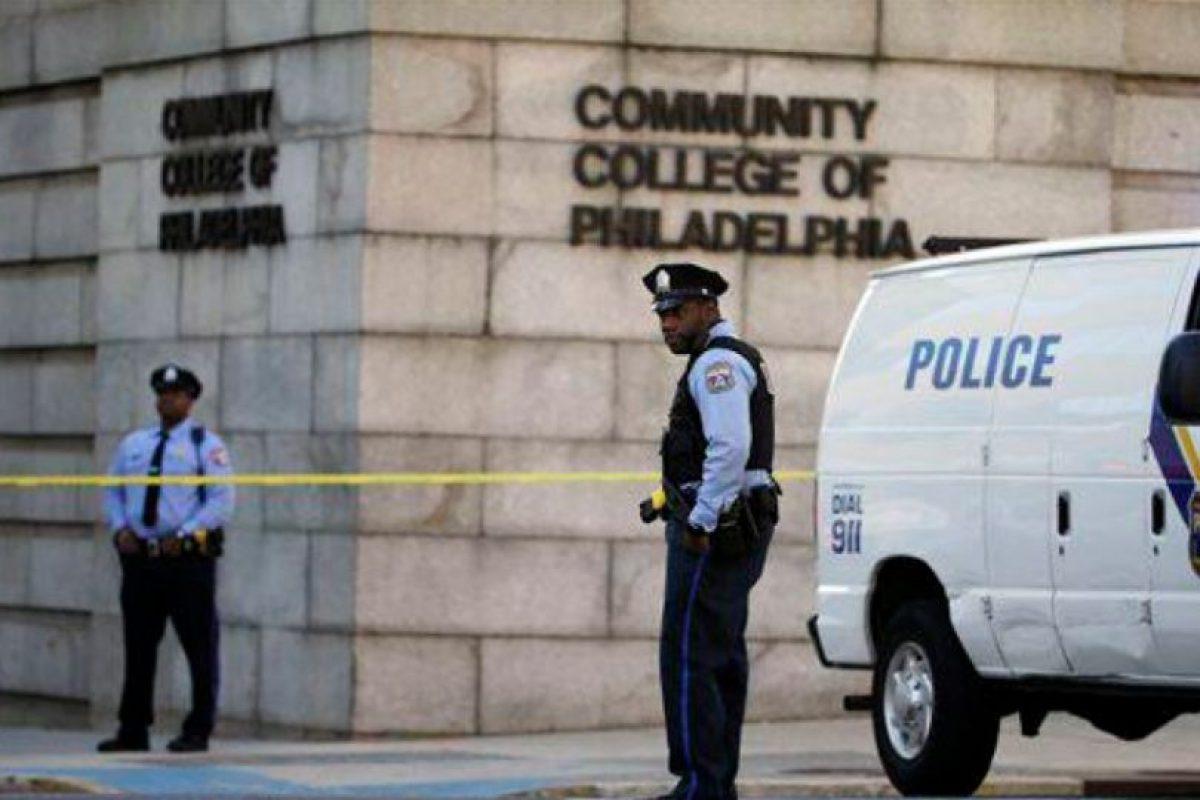 Sospechosos se encuentra suelto en campus. Foto:AP